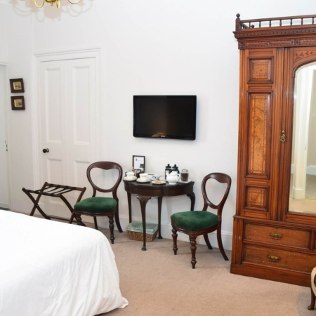 The Townhouse Traditional Room